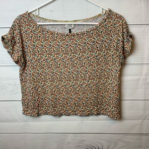 Tops - 🦋6/$25🦋 C & S cropped floral print tee